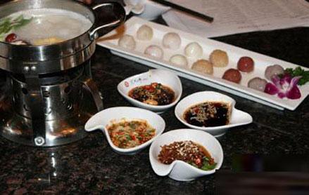 冬季吃火锅 蘸料口味不宜过重